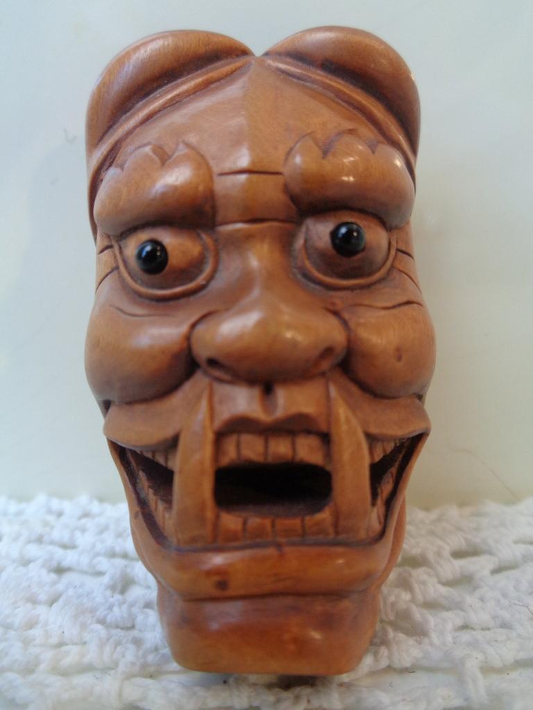 Boxwood Netsuke masker, (Ishi Kawa)