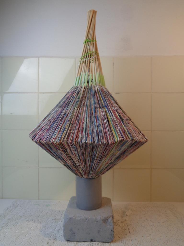 Trash art sculptuur, gesigneerd Gmé 2011