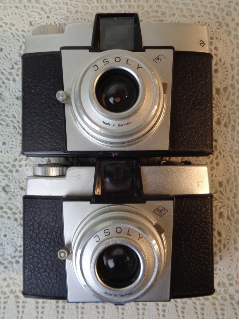 Twee fraaie vintage Agfa Isoly Junior camera`s