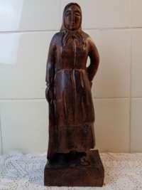 Antiek beeld Vrouw met schaal