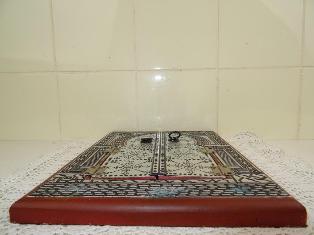 Spiegel Met Deurtjes : Antieke tinnen spiegel met deurtjes curiosa en kunst