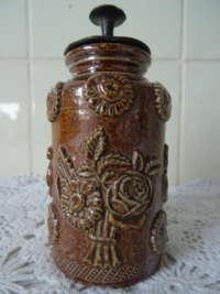 Antiek aardewerk tabakspotje