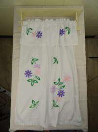Antiek handdoekenrek met gordijn