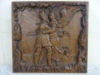 Antiek houtsnijwerk engel met man