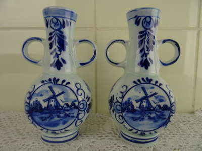 Set vintage vaasjes Hand painted Delft blue