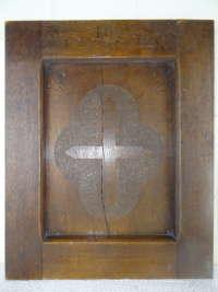 Antiek houten paneel met kruis