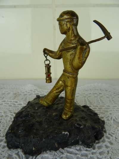 Antiek bronzen beeldje mijnwerker