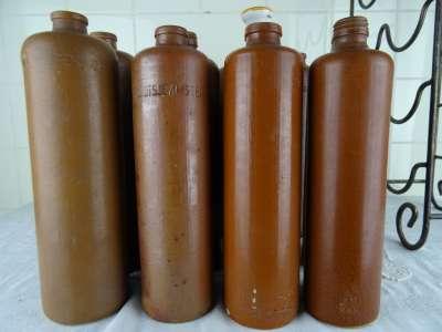 Drankrek met antieke jeneverkruiken